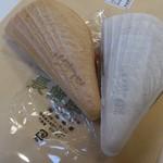 長崎屋 - 料理写真:・たいらぎ最中 100円 (税別)