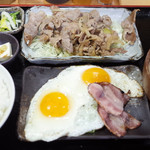 丸八 - 生姜焼ベーコンエッグ(800円)