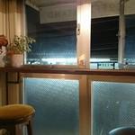 hello coffee stand - 窓の外は瀬田駅のホームが見えます