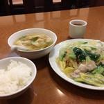 海鮮広東料理 中華料理 昌園 - 海鮮あんかけ焼きそば、ワンタン、ご飯のセット970円です(2017.1.13)