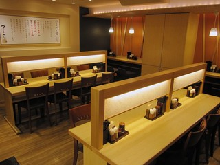 UDONつるこし 新宿京王モール店 - 店内の様子。