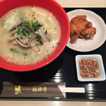 61190251 - 素菜白湯麺(野菜のタンメン)800円+ザンギ100円