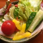 寿司処 博 - 特盛りちらし2000円のサラダ