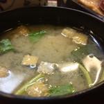 寿司処 博 - 特盛りちらし2000円の味噌汁
