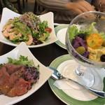 ロティズ・ハウス - 2色のアンチョビポテトサラダ ・小エビとアボカドのサラダ~レモンオーロラドレッシング~ ・牛もも肉のたたき ~スイートチリソース和え~