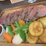 ロティズ・ハウス - 牛サーロインのステーキ ~自家製BBQソース~
