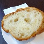 カフェ箱塚 - おかわりできるパン
