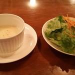 欧風料理 タブリエ - ジャガイモのスープとサラダ
