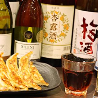 餃子の薄皮とクセのない餡が様々なお酒との相性を可能にしてます