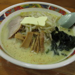 味の札幌 - 味噌カレー牛乳ラーメン(バター入り) 800円 (2017.1)