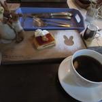 カフェ ド ラフェット - りんごシブーストとコーヒー
