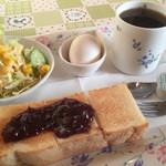 ボビーズカフェ - 料理写真:ブレンドコーヒー350円と小倉トーストのモーニング