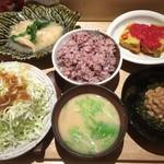 鹿屋アスリート食堂 - 一汁一飯三主菜の定食(アス米大盛り) + 山盛りキャベツの千切り