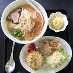 喜味喜 - Aセットらーめん(焼きめし(半分)、唐揚げ、小鉢、コーヒー)1200円