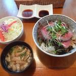 ハンバーグレストラン葦 - 葦特製牛ステーキ丼(サラダ、味噌汁、2種類のタレ付)