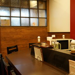 洋食屋牛銀 - 店内:1階がカウンター