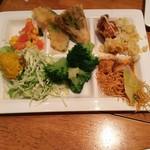 ジ オーブン アメリカン ブュッフェ - サラダ、天ぷら、炒飯、あんかけ焼きそば