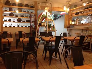 レインボウスパイス カフェチャイストール - ブロードウェイの地下とは思えない雰囲気
