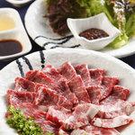 馬桜 - 馬肉の焼肉です。旨味と甘味がつまっています。とろけるような食感をお楽しみ下さい。