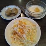 61220990 - ランチのセット(サラダ、ザーサイ、杏仁豆腐)