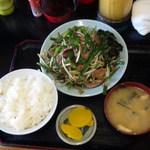 キッチンあべ - ニラレバ炒め(ライス,みそ汁,お新香)