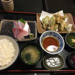 61224820 - お好みランチ・1000円。寒ブリ刺身とカキ磯辺天ぷらで。