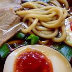 中華そば 麺屋7.5Hz - 太麺を露出させてのアップ撮影。