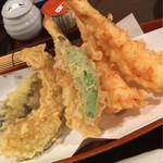 長岡屋 - 天ぷら蕎麦(海老3本)