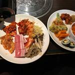 61228753 - 韓国料理とお肉です。