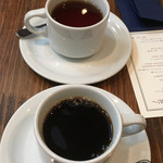 BISTRO FAVORI - コーヒー(手前)と紅茶