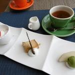 61229565 - デザート3種盛と紅茶