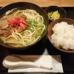 でーびる沖縄 - ソーキソバ(半ライスサービス)800円