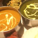 チナール - 左が豆カレー、右が日替わりのほうれん草チキン