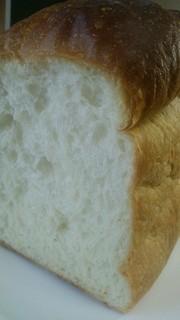 はなやこだわりパン工房 - 湯種食パン「柔」200円(税別) もっちもちの食感と柔らかな口どけが大きな特徴。