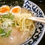 東京駅 斑鳩 - 麺アップ