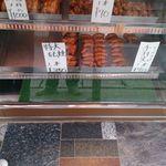 クロサワ - 料理写真:本店も西原店同様に鶏の丸焼き、手羽先などが販売されています。