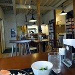 コーヒーイン青い鳥 - すっきりした店内