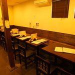 武蔵野うどん じんこ - テーブル席