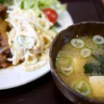 菱田屋 - 味噌汁も具沢山。