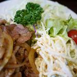 菱田屋 - 豚生姜焼き定食 マカロニサラダも山盛り