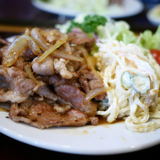 菱田屋 - 料理写真:豚生姜焼き定食