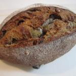 若葉台ベーカリー シュ シュ - 料理写真:いちじくと胡桃のパン