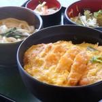 お多福 - 1番人気 かつ丼セット