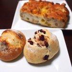 パーネ ディ トゥッティ - 料理写真:赤いミッレ、チェント、クルミとオチーズのフォカッチャ