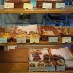 61238687 - 店内のパン売り場