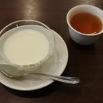 中国菜 膳房 - 杏仁豆腐とお茶