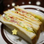 星乃珈琲店 - 海老とアボカドと玉子のトーストサンド