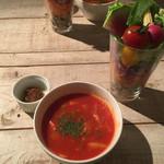 アインソフ ジャーニー - トマトスープとサラダパフェ