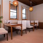 田園茶屋 いとわ - お店に入るとテーブル席が並びます。食事するには一番良いかな。
