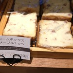 石窯パン工房 パンテラス - 料理写真:郡山のソールフード クリームボックスはマープルナッツ味でおいしいヾ(❀╹◡╹)ノ゙